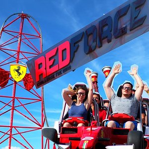 Coaster Impressionen: Red Force Ferrari Land Port Aventura Barcelona - YouTube